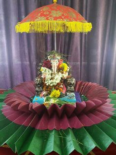 Top 81 fresh, creative & innovative Ganpati decoration ideas for home that is not only unique but easy on pocket as well. Ganpati Decoration Images, Diwali Decorations At Home, Table Decorations, Ganesh Chaturthi Decoration, Modern Room Decor, Home Decor, Ganapati Decoration, Kids Dressers, Modern Kids