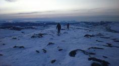 Montañas nieve trekking
