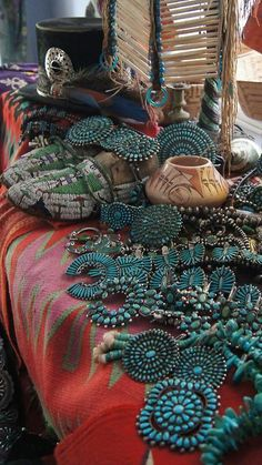 Uchizono Gallery, Zuni turquoise work [[This is simply breathtaking jewellry. Native American Jewellery, American Indian Jewelry, Native American Indians, Vintage Turquoise, Coral Turquoise, Turquoise Jewelry, Turquoise Accessories, Kingman Turquoise, Turquoise Stone