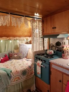 Flawless 16 Amazing RV Camper Vintage Interior Design There are numerous sorts of RV trailers in the market. After buying a vintage trailer, make sure you receive it fully insured. Vintage Campers, Retro Campers, Vintage Caravans, Vintage Rv, Happy Campers, Vintage Motorhome, Airstream Campers, Retro Caravan, Small Campers
