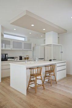 愛知・名古屋の注文住宅ならクラシスホームへ。自由設計でありながら価格を抑えてデザイン性の高い注文住宅をご提案しています。 Kitchen Bar Design, New Kitchen Designs, Kitchen Dinning, Kitchen Decor, Japanese Kitchen, Kitchen Collection, Kitchen Flooring, Kitchen Interior, Home Kitchens