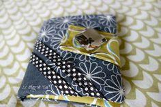 Un nouveau tuto pour créer un porte-cartes Il faut différents tissus si vous voulez donner du peps à votre porte-cartes, à vous... Blog, Peps, Coin Purse, Wallet, Purses, Archive, Scrappy Quilts, Sewing Tutorials, Patterns