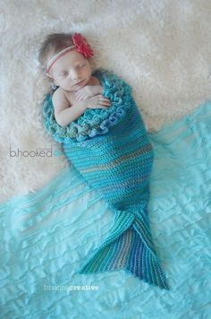 Crochet Baby Patterns Mystic Mermaid Cocoon: Free Pattern (Britt's Baby Gift) - Crochet this darling mermaid crochet cocoon for your Etsy shop or craft fair inventory with this free pattern from B. Crochet Simple, Easy Crochet Patterns, Crochet For Kids, Baby Patterns, Crochet Stitches, Blanket Patterns, Knitting Patterns, Crochet Ideas, Sewing Patterns
