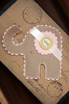 Cute Gift Topper & kraft paper gift wrapping idea made by agah Baby Crafts, Felt Crafts, Fabric Crafts, Paper Crafts, Craft Projects, Projects To Try, Diy Couture, Felt Fabric, Felt Diy