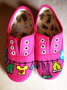 Zapatillas pintadas a mano Painted Canvas Shoes, Custom Painted Shoes, Hand Painted Shoes, Painted Clothes, Custom Shoes, Recycled Shoes, Funny Shoes, Shoe Art, Baby Feet