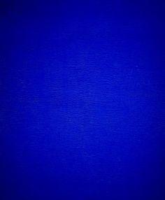 """El minimalismo trataba de reducir al aspecto más esencial los objetos y conceptos. Como es el caso de la pintura monocromática """"Blue"""" de Yves Klein."""