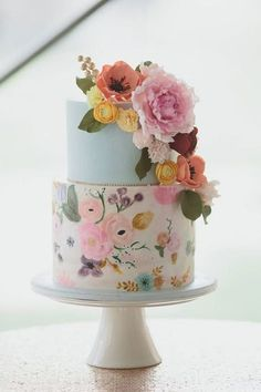 Floral Wedding Cakes Wedding cake trends for From Naked to painted - The wedding cake is the center of your wedding's decor. Marble cakes, naked cakes, painted cakes and more. Pretty Wedding Cakes, Floral Wedding Cakes, Pretty Cakes, Blue Wedding, Dessert Wedding, Wedding Flowers, Wedding Shower Cakes, Trendy Wedding, Luxury Wedding