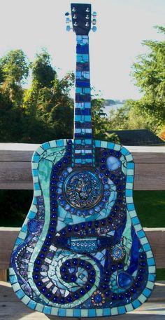Guitare carrelée en mosaïque de verre  --- Stained Glass Guitar Art.
