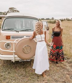 Flower child, you are about to bloom 🌼 Heart full after a weekend with this one who flew down from Sydney to join in the chaos of our… Vw Bus, Volkswagen, Wolkswagen Van, Flower Child Style, Look Fashion, Fashion Outfits, Urban Outfits, Stylish Outfits, Bus Girl
