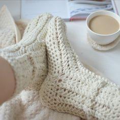 Co dnes budeme dělat? - háčkované ponožky smetana * Crochet chunky slippers Scarf Hat, Arm Warmers, Mittens, Slippers, Socks, Knitting, Crochet, Fashion, Fingerless Mitts