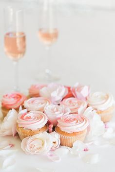 These rose cupcakes are the perfect Valentine's Day treat!