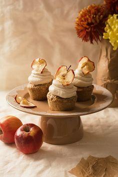 Muffins with fruit, mascarpone cream and cinnamon Cinnamon, Muffins, Cheesecake, Fish, Cream, Breakfast, Desserts, Cupcake, Mascarpone