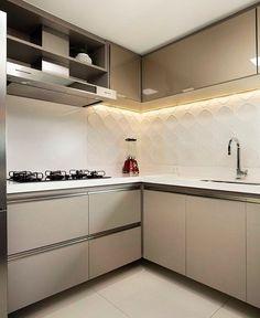 Cozinha linda, funcional e clean!  Quem não ama? ☺️❤️ Projeto: Raquel Fechine e Sara Viana