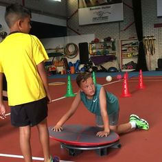MoveQ small group training with loads of fun, high energy with conscious tasks triggering unconscious movement solutions. #moveqacademyeurope #moveq #motordevelopment #cognitivedevelopment #fun2move #cool2move #pt #leonardosnelleman #sportperformancecentrerijnmond #errolesajas #procedosplatform9 #coretex #feyenoord #football #tennis #forallsports