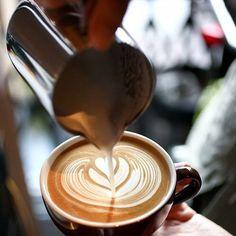 """Утро, самое время заехать на Ленина 104""""а"""" за порцией бодрящего кофе  мы работаем с 8 утра"""