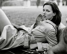 Kate Moss wears trench coat in Burberry 1999 f/w campaign. Photo: Mario Testino