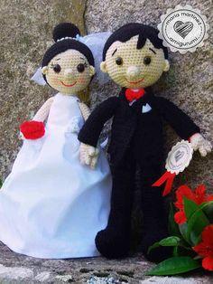 Novios Crochet (patron) Maria Martinez Amigurumi  #patronesGRATIS #crochet #novioscrochet #mariamartinezamigurumi Crochet Doll Pattern, Crochet Dolls, Crochet Patterns, A Martinez, Wedding Doll, Crochet Wedding, Amigurumi Doll, Wedding Accessories, Baby Dolls