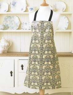 """William Morris Pimpernel Cream  Pvc / Oilcloth Apron  This Pvc / Oilcloth apron is 21 1/2"""" (54.5 cm) Wide by 29 1/2"""" (75 cm) Long and have natural cotton black ties, each waist tie is 21"""" ( 50.4 cm) long.  The apron is 100% Cotton which has been coated in a soft feel clear gloss pvc coating.  The apron has been printed, pvc coated and manufactured in the UK.  The pvc apron is wipe clean."""