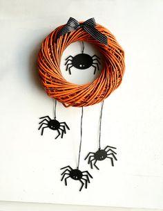 Halloween wreath with scary spiders - fall wreaths for door - Black orange home door decor  - Autumn october  gift wooden party decorations