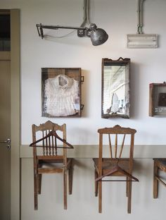 Vintage touches in Cafe da Garagem - Lisbon travel guide
