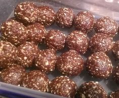 Recipe Chocolate peanut butter bliss balls by Mixing Adventures - Recipe of category Baking - sweet