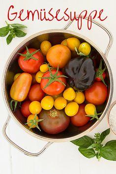 Meine ersten eigenen Tomaten in diesem Jahr - daraus habe ich eine Gemüsesuppe gekocht!