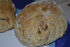 Pão com passas e nozes