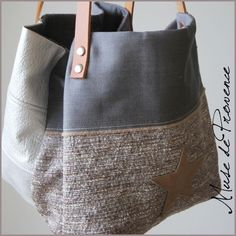 Delightful Patron Bag Leather Free # Small Tote Bag Creation In Silver Fabric And Natural Leather 3 Plus Source by annymagistris My Bags, Purses And Bags, Diy Sac, Couture Sewing, Linen Bag, Denim Bag, Quilted Bag, Fabric Bags, Cute Bags