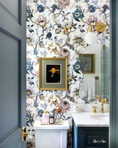 bathroom wallpaper Before amp; After: A Bedroom Turns into A Modern Traditional Gem Design*Sponge Bathroom Interior, Home Interior, Modern Interior, Paris Bathroom, Interior Doors, Interior Decorating, Interior Livingroom, Decorating Ideas, House Of Hackney Wallpaper