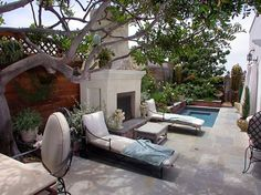Best of a small yard in La Jolla, CA. Via House of Turquoise.