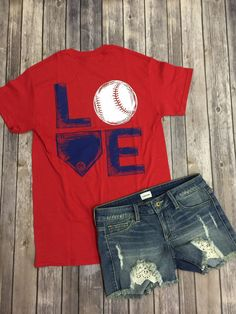 Baseball Love Tee: Red - Off the Racks Boutique Cute top! Baseball Mom Shirts, Softball Mom, Sports Shirts, Baseball Sister, Baseball Videos, Baseball Crafts, Basketball Mom, Baseball Birthday, Baseball Stuff