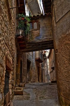 Valderrobres Teruel Beautiful Sites, Beautiful Places, Places To Travel, Places To See, Medieval Village, Travel Around The World, Around The Worlds, Life In Paradise, Aragon