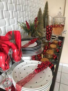 23 Clever DIY Christmas Decoration Ideas By Crafty Panda Christmas Tablescapes, Christmas Appetizers, Christmas Decorations, Table Decorations, Adult Christmas Party, Christmas Time, Diy For Teens, Seasonal Decor, Diy Bedroom Decor