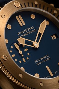 Novedades Panerai 2021 - Panerai Submersible Bronzo Blu Abisso PAM01074 Detalle esfera Panerai Submersible, Rolex Watches, Clock, Accessories, Gallery, Diving Watch, Watch, Roof Rack, Clocks