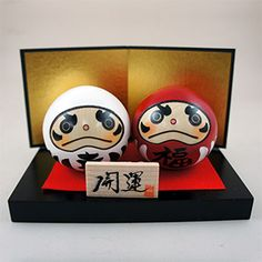 In Japanese,「幸」means luck and many believe that having this daruma many believe that having this daruma kokeshi doll will brings you luck! 「福」means fortune and together with「幸」, this set definately represent happiness to many people!  #kokeshi #japanese #usaburo #japan