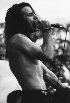 Love me some Pearl Jam 💜 Eddie Vedder Music Love, Music Is Life, Rock Music, My Music, Amazing Music, Music Wall, Scott Weiland, Kurt Cobain, Nirvana