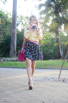 blue and yellow stripes shirt, pink bag