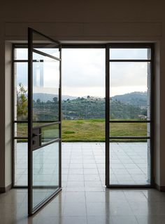 היציאה מהסלון. שורה ראשונה לנוף ( צילום: טל ניסים ) House Ideas, Windows, Architecture, Home, House, Window, Architecture Design, Ramen