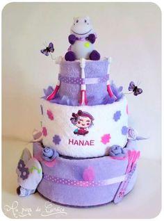 Gâteau de couches dans les tons violets