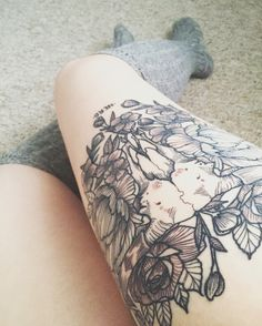 Longhorn skull and flower thigh tattoo.