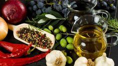 Akdeniz Diyeti: Sağlıklı Kalp Beslenme Planı - Akdeniz Diyeti, Akdeniz'i çevreleyen ülkelerin geleneksel gıdalarına (ve içecekler) dayalı bir yeme yoludur. Akdeniz diyeti kilo vermek veya sağlıklı olabilmek için harika bir yoldur.