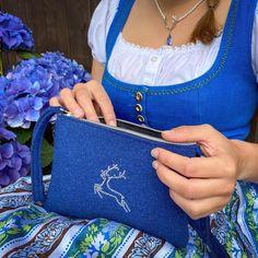 Die kleinen Dinge sind oft die Schönsten! 💙 So wie unsere kleine Trachtentasche aus Filz. Mit dem Hirsch aus Strass-Steinen auf der Vorderseite wird sie zum wahren Blickfang. ✨  #trachtenlook #trachtentasche #dirndl #austria #salzburg #hirsch #dirndlkleid #blau #sommer #sonne #handtasche #handbag #clutch #dirndlzeit #machtigtrachtig Clutch, Salzburg, Woman, Fashion, Handmade Jewellery, Little Things, Fossils, Scarves, Do Your Thing
