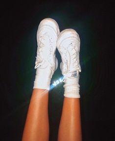 18b12402e3d4 22 meilleures images du tableau sneakers