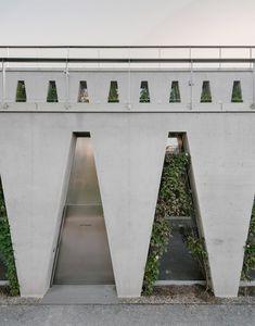 Barozzi Veiga creates trapezoidal arcade for Tanzhaus Zürich dance centre - Modern Arcade Architecture, Concrete Architecture, Residential Architecture, Amazing Architecture, Landscape Architecture, Baumgarten, Mall Of America, North America, Concrete Stairs