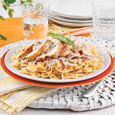 Orzo crémeux poulet et cheddar - 5 ingredients 15 minutes Confort Food, Mets, Orzo, Cheddar, Pasta Salad, Poultry, Macaroni And Cheese, Yummy Food, Yummy Recipes