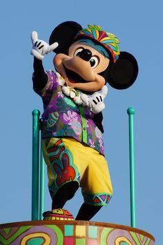 dmorg888:  toontimes:  MickeyMouse @ TokyoDsneyLand,TomorrowLand(DisneyEasterWonderland)  MALI KALIKIMAKA!!!!!!!!!!