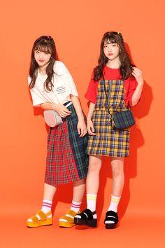Colorful Fashion, Cute Fashion, Fashion Poses, Fashion Outfits, Cool Outfits, Casual Outfits, Female Poses, Harajuku Fashion, Ulzzang Girl