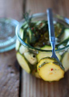 Spicy Zucchini Refrigerator Pickles (use a sugar substitute! Zuchinni Recipes, Veggie Recipes, Healthy Recipes, Zucchini Pickles, Pickled Zucchini, Canning Vegetables, Canning Recipes, Canning Tips