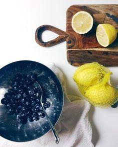 Mirtilli zucchero e limone. #mirtilli#limone#afterdinner#foodporn#instagood#instalike#blueberries#lemon#sugar#whitehouse#whitewall#whitetable#foodphotography#kitchen#design#tabledesign#fruit#yellow#blu  Yummery - best recipes. Follow Us! #foodporn