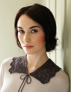 Free pattern: Lace Collar by Debbie Bliss -